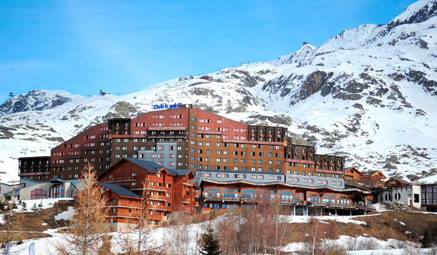 ski holidays in hotel club med l 39 alpe d 39 huez la sarenne alpe d 39 huez france. Black Bedroom Furniture Sets. Home Design Ideas