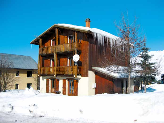 ski holidays in chalet grand tetras les deux alpes